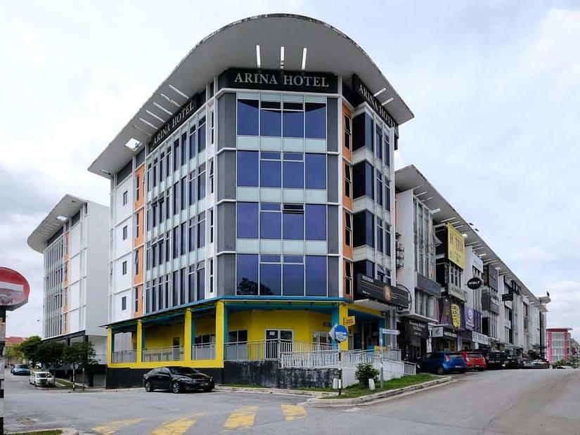 OYO 714 Arina Hotel